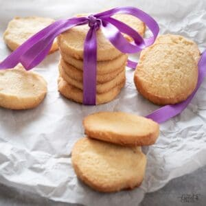 This is one of the most simple keto shortbread cookies recipes. Using only four main ingredients, these are a great treat despite simplicity! #ketoshortbreadcookies