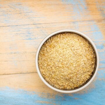 Everyone seems to be raving about golden flaxseed meal lately. We'll explain how it compares to brown flax, and why add it to your keto plan.